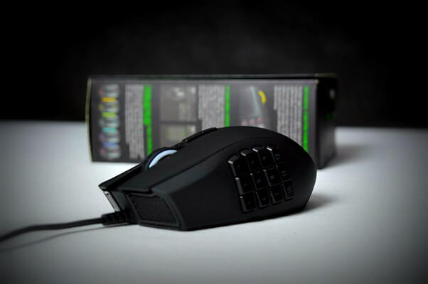 Razer Naga chroma Review Frontal Lateral
